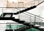 Escalier à montants d'acier