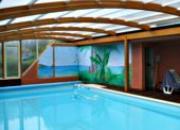 Abri de piscine adossé à un balcon