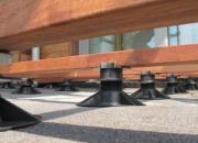 Plots réglables pour des terrasses en bois