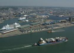Manifestation au Havre contre l'importation de ciment étranger