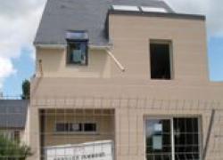 Une maison BBC en blocs béton standards et doublage en PSE graphité