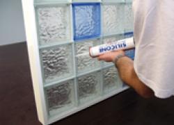 Cloisons en briques de verre : des solutions créatives