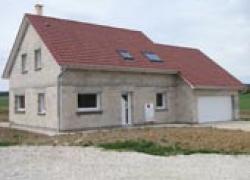 Première : une maison en blocs béton classiques certifiée BBC