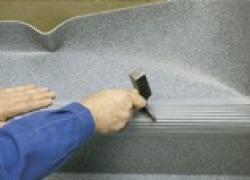 Poser des marches intégrales en PVC