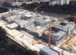 Ouverture de l'hôpital Sud-Francilien : Valls exprime son