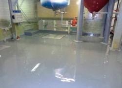 Rénover 100 m2 de sol en résine en 2 jours