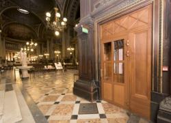 Accessibilité : La Madeleine se dote de portes automatiques