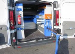 Aménagement d'un véhicule utilitaire : faire poser ou faire soi-même ?