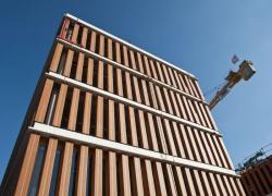 1 375 briques monolithes « jouent » les poteaux en façade à Lille