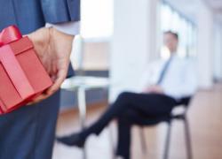Cadeaux et bons d'achat offerts aux salariés : quel régime fiscal
