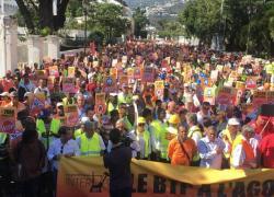 Patrons et salariés réunionais dans la rue contre