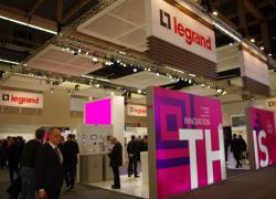 Legrand et Schneider Electric dans la course au bâtiment intelligent