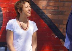 Rabia Enckell promeut la démarche groupée participative… en bois