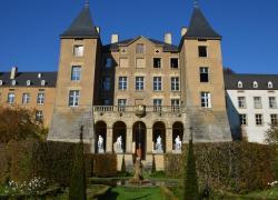 Un château sauvé de la mérule est isolé en béton de chanvre