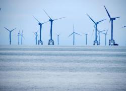 Le gouvernement autorise deux parcs éoliens en mer contestés