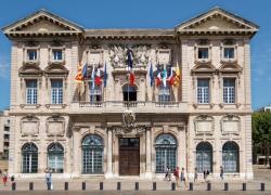 Des Marseillais en colère après le report du conseil municipal