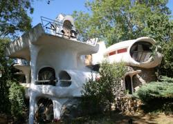 Les maisons-bulles Häusermann adjugées 360.000 euros