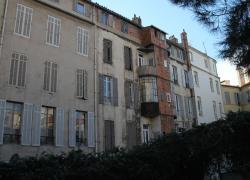 Trois appartements à Marseille sur AirBnB dans un immeuble en péril