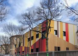 Une crèche éphémère en structure bois-acier près de l'hôpital Bichat à Paris