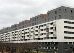 Surélévation majestueuse d'une barre d'immeuble à Paris