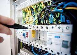 Une étude métier pour protéger les électriciens des TMS