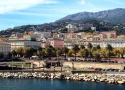 Travaux gratuits contre marchés publics: l'ex-sénateur Castelli jugé à Bastia