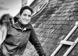 Maeva Parent, 35 ans, patronne d'une entreprise de couverture en Bretagne