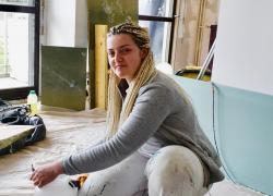 Savanah, une aide-soignante devient apprentie peintre