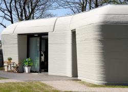Inauguration de la première maison individuelle réalisée en béton imprimée 3D