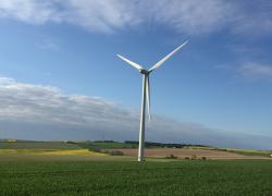 Éoliennes: le Sénat donne un droit de veto aux maires, Pompili vent debout