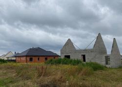 Construction de logements : maison qui rit et collectif qui pleure