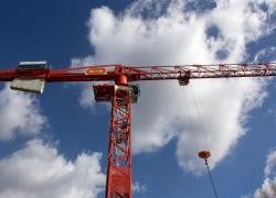 Bouygues relève ses perspectives pour 2021