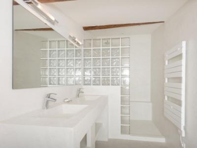 Microbéton pour salles de bains
