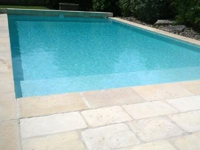 Micro-béton pour revêtement de piscine