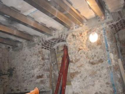 Renforcer un plancher à poutrelle dans une cave parisienne