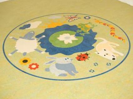 Incruster un grand motif dans un sol linoléum