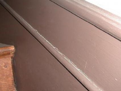 Défauts de peinture sur boiseries intérieures