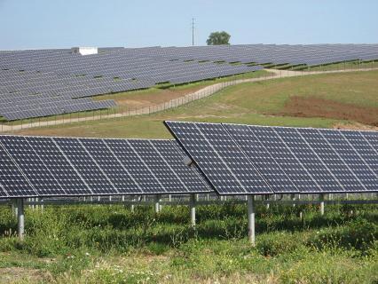 """Le français Neoen met en service la """"plus grande"""" centrale solaire d'Australie"""