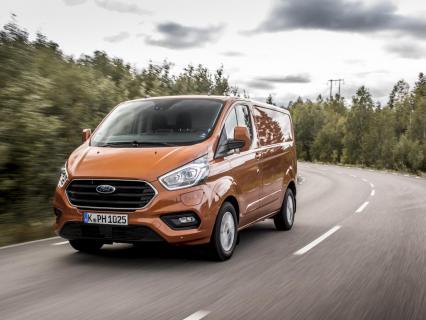 Ford Transit Custom passe en mode hybride
