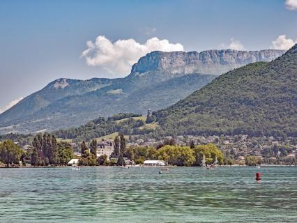 Annecy va chauffer et rafraîchir des logements grâce à l'eau de son lac