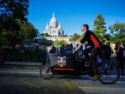 Elian Alluin, le cycloplombier de Paris veut faire des émules chez les artisans