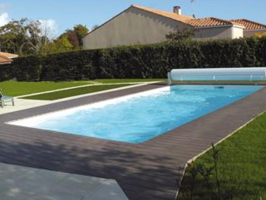 Réaliser un entourage de piscine en bois composite
