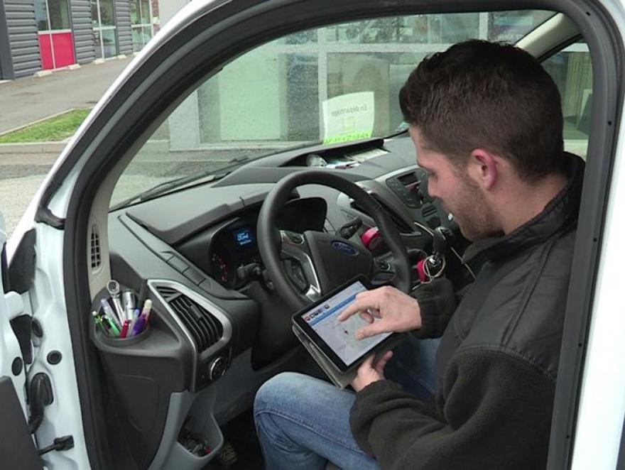 Une TPE équipée d'un bureau mobile collaboratif