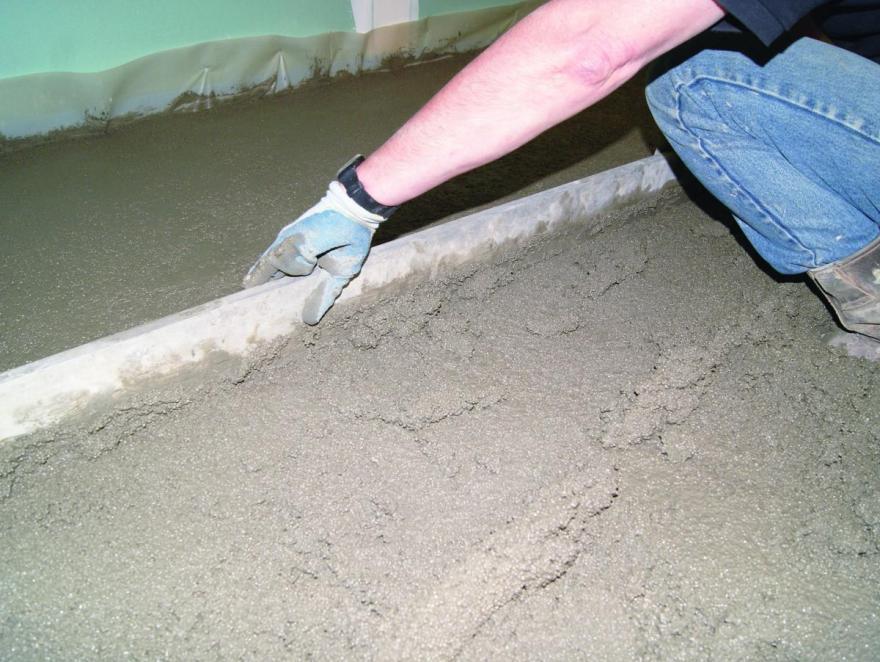 Rénover les sols anciens : les atouts des chapes légères