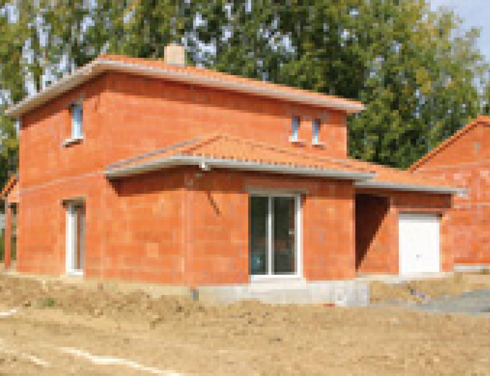 Quels murs en terre cuite pour les maisons bbc solutions - Construire une maison en terre ...