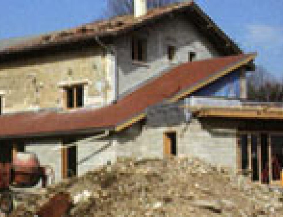 Rénover une grange en pisé à l'ancienne