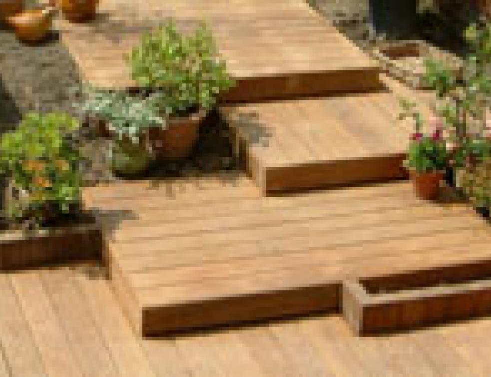 terrasse bois une construction tout terrain solutions construction. Black Bedroom Furniture Sets. Home Design Ideas