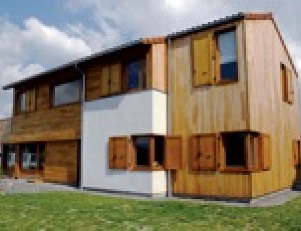 maison bois construire en panneaux de bois massifs mise en oeuvre. Black Bedroom Furniture Sets. Home Design Ideas