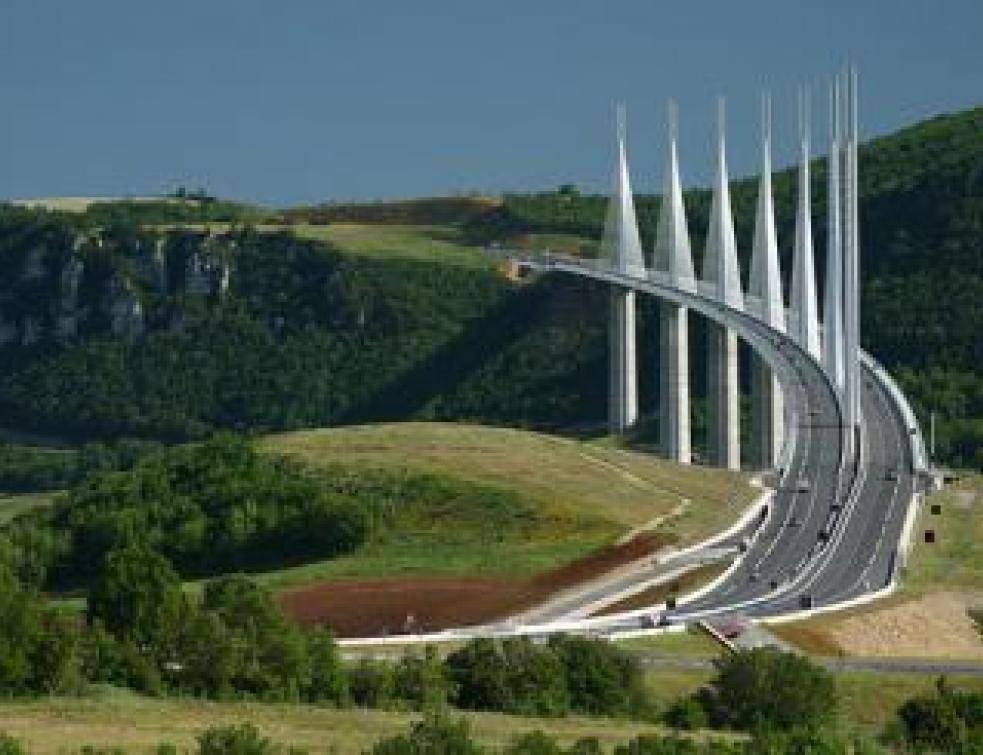 viaduc de millau d j 30 millions de v hicules architecture. Black Bedroom Furniture Sets. Home Design Ideas