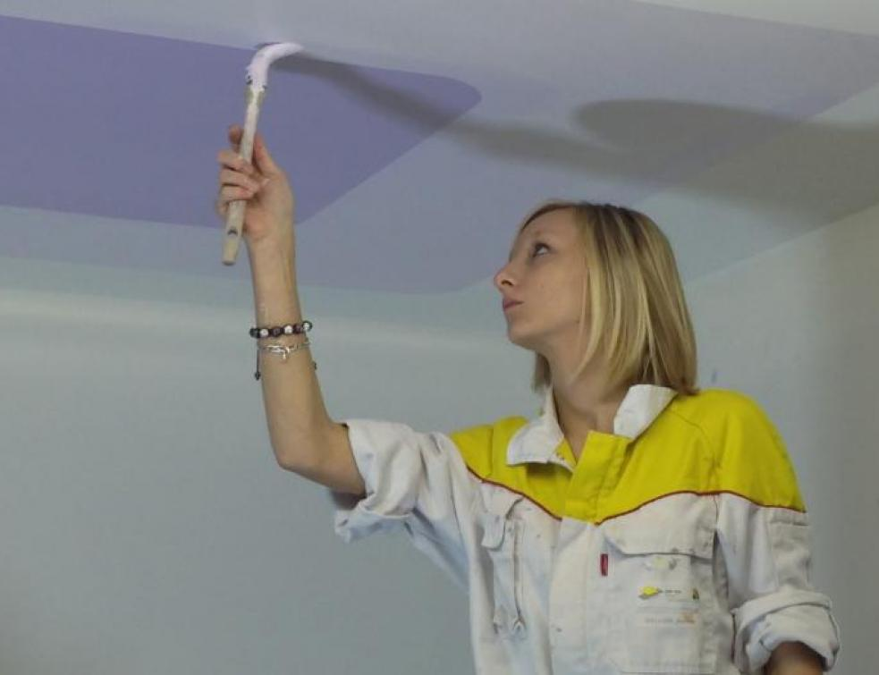 Ma Vie d'Apprenti : Joanne adore l'atelier peinture !